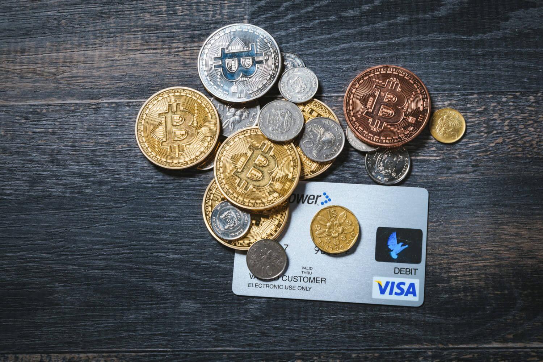 クレジットカード、通貨